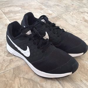 Nike Downshifter 7 youth size 6 sneakers